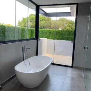distinctive-vert-gardens-privacy-screening-bathrooms-002