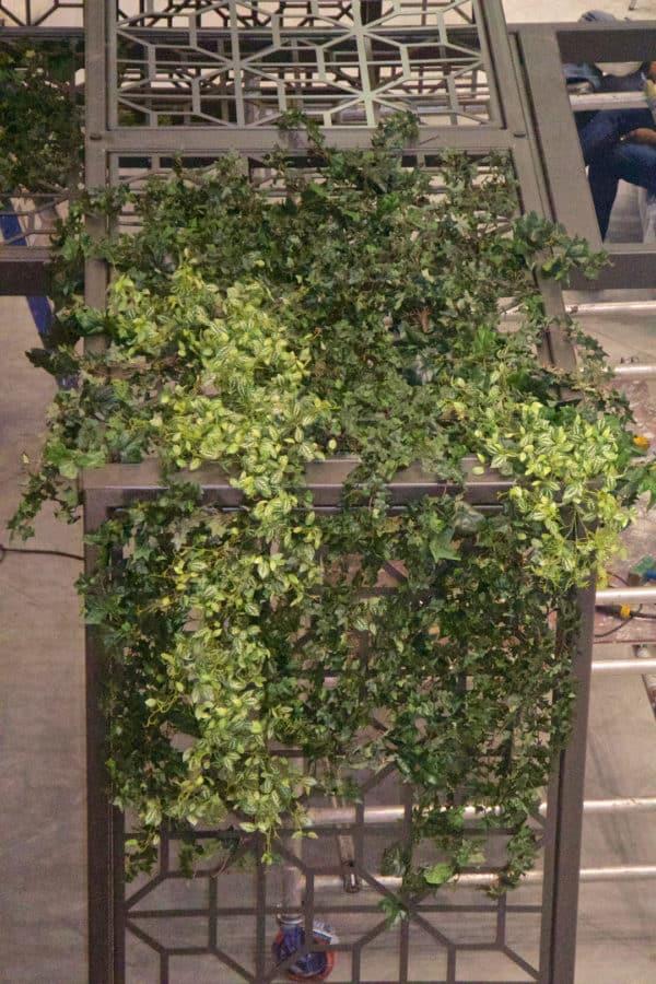 Distinctive-silks-hanging-small-plants-018