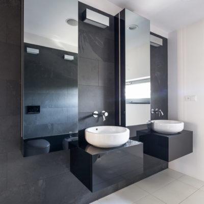 distinctive-interiors-corporate-bathroom-001